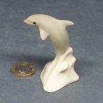 M018 - Leaping Baby Grey Dolphin