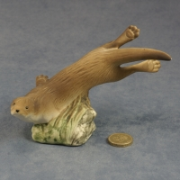 S153 - Swimming Otter