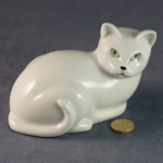 L002 - Large Lying Down Cat Glazed