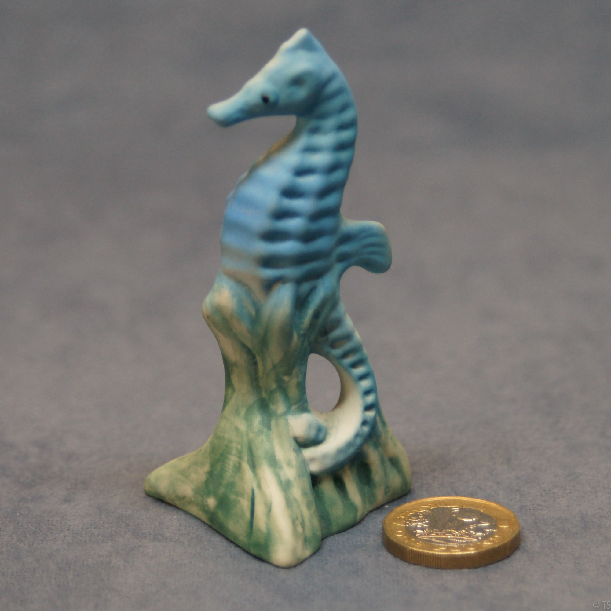 M024 - Small Seahorse Blue_