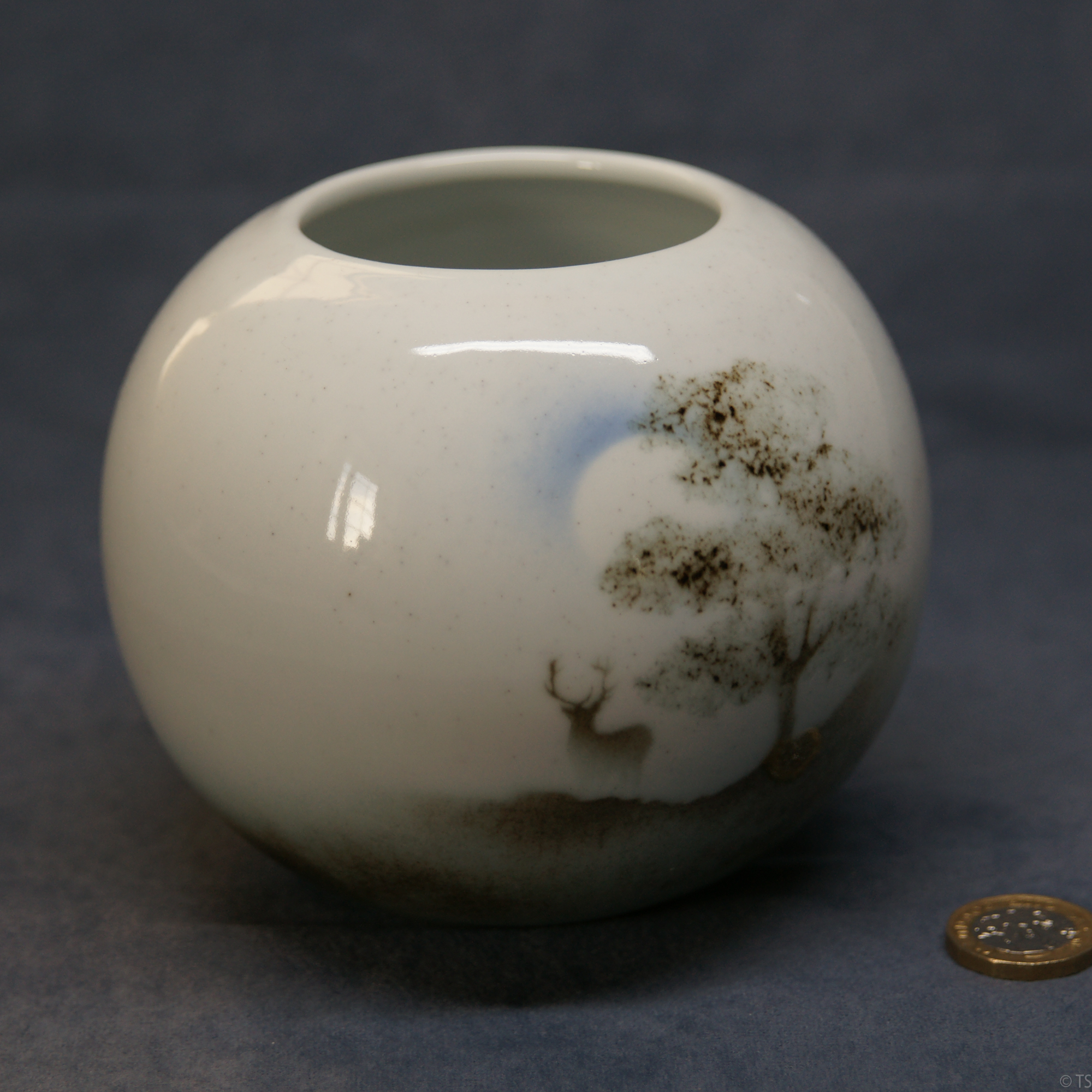 Round Vase Stag