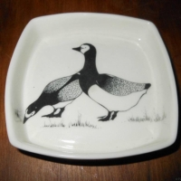 Square Pin Dish Geese