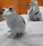 S036 - Frog in Grass - Glazed Finish